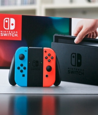 Unboxing Nintendo Switch Photos