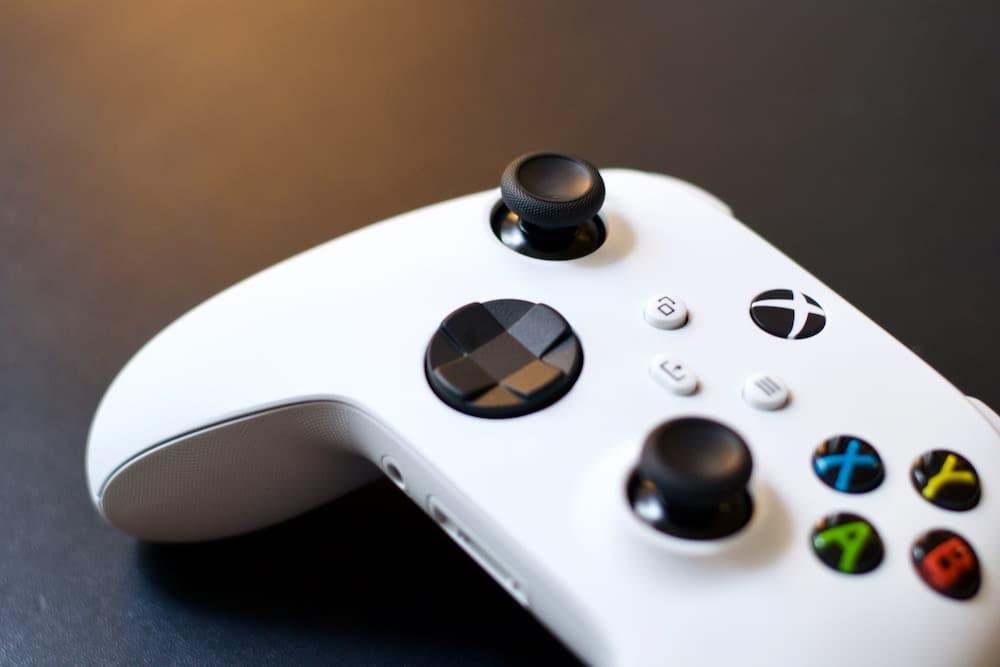 Xbox Series S controller robot white